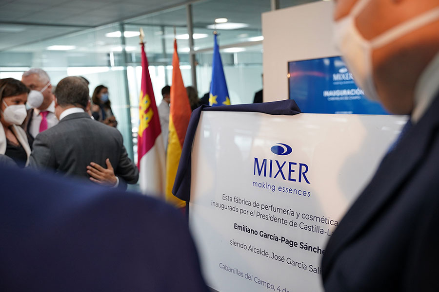 THE AUTHORITIES OF CASTILLA LA MANCHA AND THE MINISTRY OF INDUSTRY TURN TO MIXER & PACK AT ITS OPENING.
